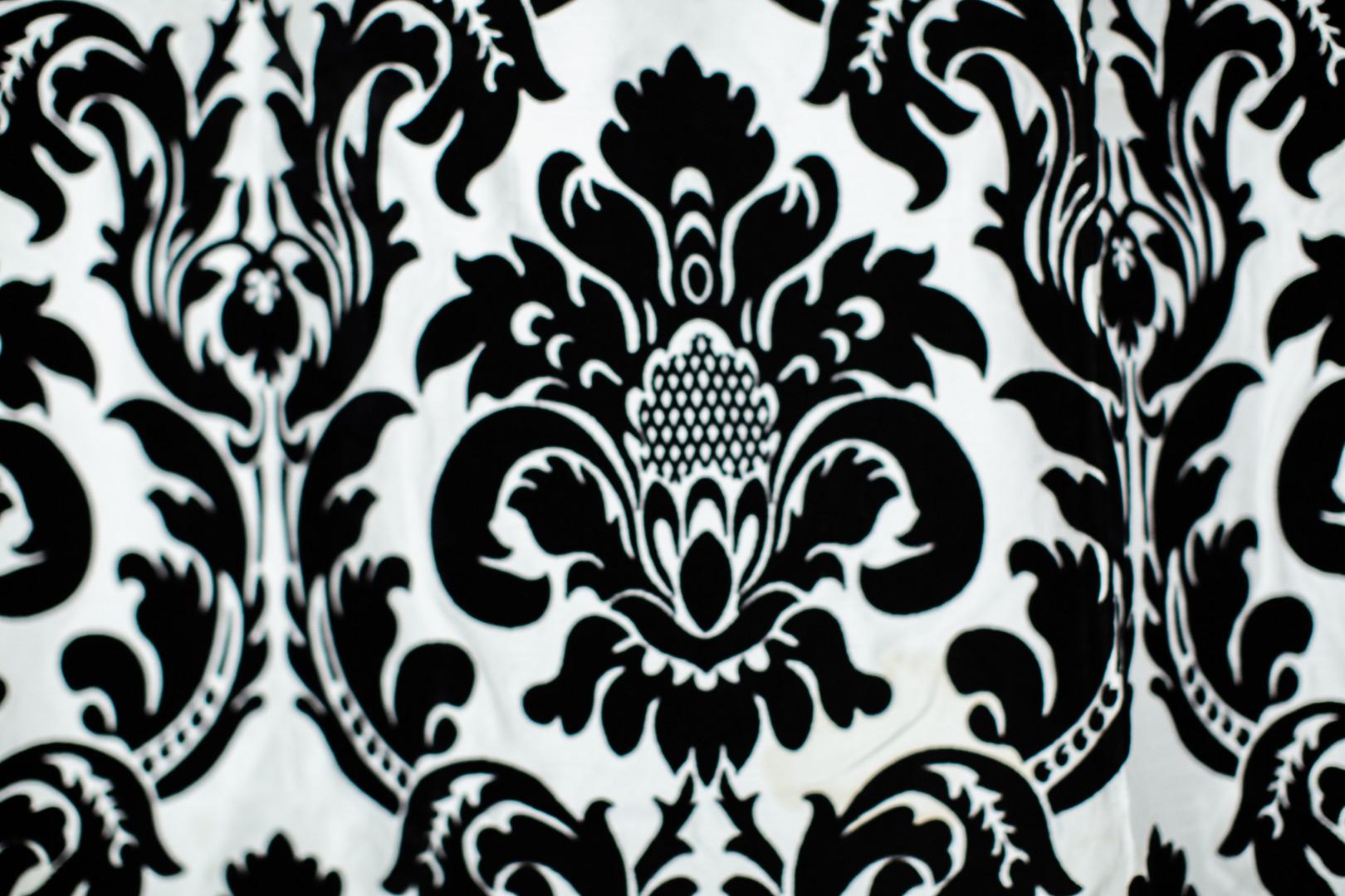 Black/white Damask
