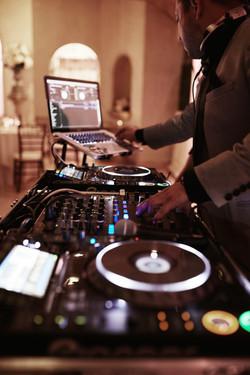 DJ Cesar Gil