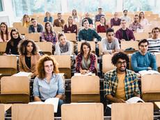 Unge studenter og folkehøgskole elever