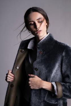 zoom abrigo gris verde