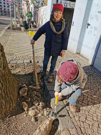 Baumscheiben Kinder.jpg