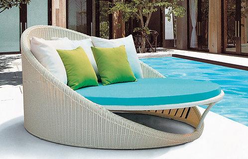Resort Central Lounge Bed