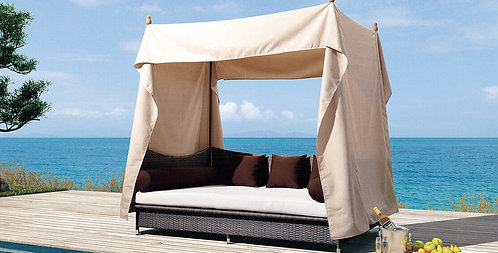 Resort Central Lounge Bed with Shade