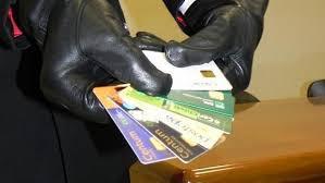 Uso indebito di carte di credito e truffa: concorso di reati o assorbimento?