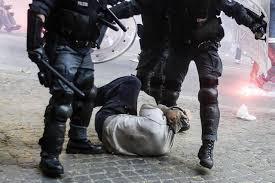 Trattenuti in caserma per essere sentiti come testimoni: arresto illegale o sequestro di persona?