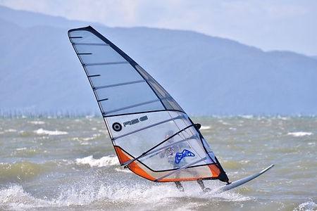 ウィンドサーフィンのプレーニングとは?