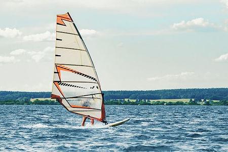 ウィンドサーフィンの魅力とは?