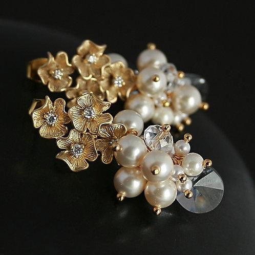 Flowers in pearls - elegant earrings with Swarovski