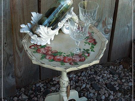 Small wine table with napkin decoupage - tutorial