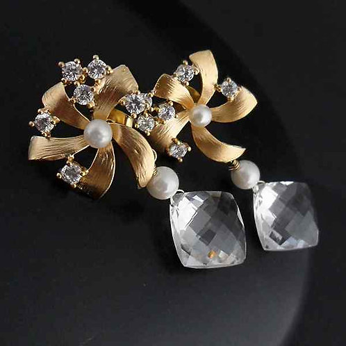 Crystal flowers - earrings with crystal quartz and pearls