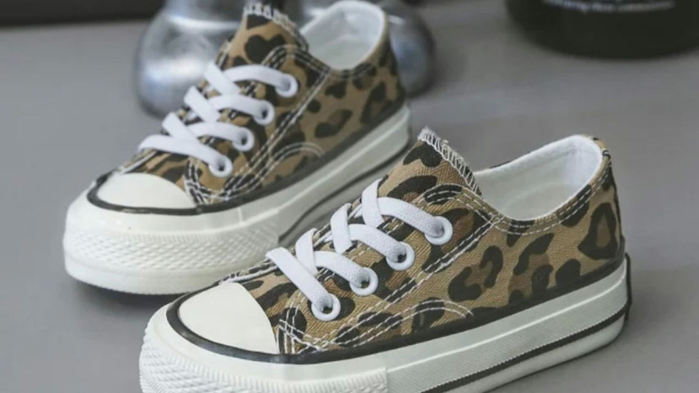 Leopard canvas pumps