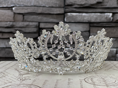 Elegant Coronation Tiara in Crystal