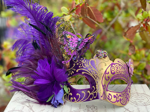 Colombina Feathered Mask in Purple