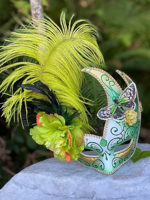 Swoop Feather Mask in Green