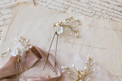RAPHAELLE | Delicate Floral Pins