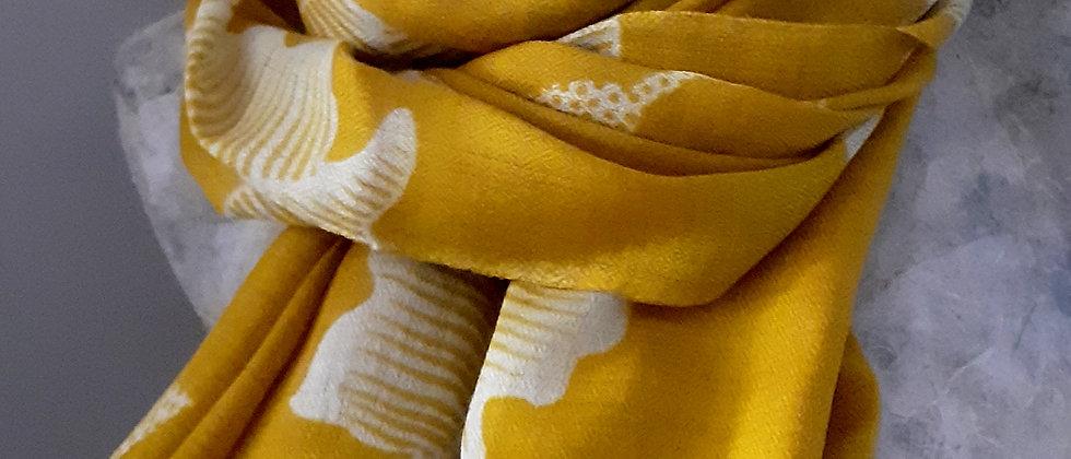 Étole moutarde à imprimés lotus