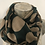 Thumbnail: Gros poids camel sur fond vert sapin