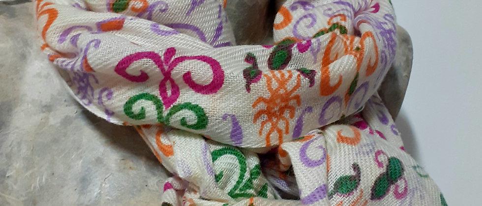 Étole à imprimés oranges et violets
