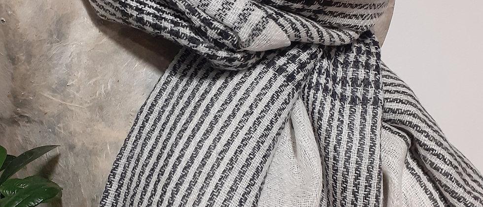 Étole grise blanche à grands carreaux