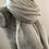 Thumbnail: Grande étole épaisse gris clair à chevrons.