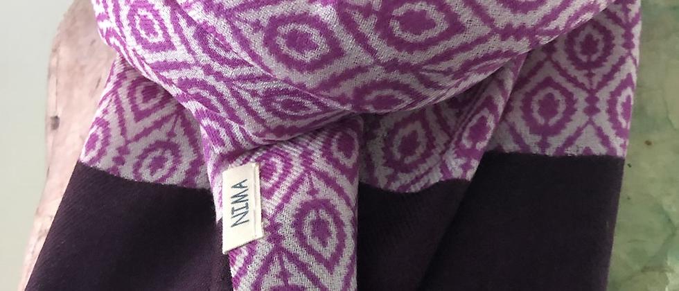 Violet à imprimé géométrique
