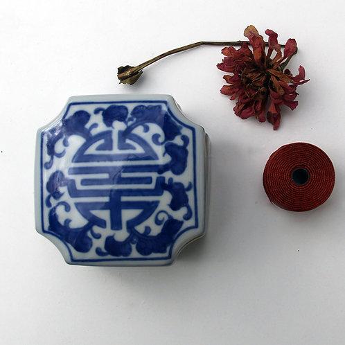 Cross shaped Blue/White ceramic box