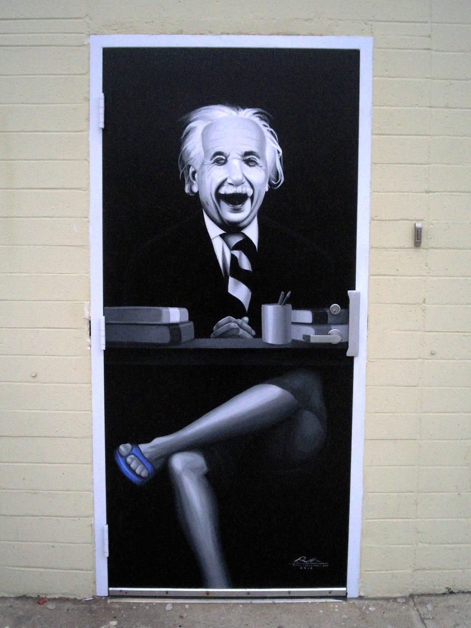 Einstein Laughing (door art)