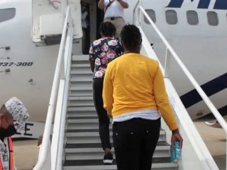 México envía 129 migrantes haitianos de regreso a su país