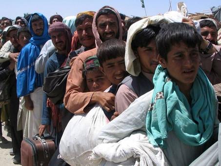 ¿A dónde se dirigen los refugiados afganos y qué países los están acogiendo?