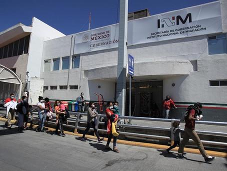 """Gobierno mexicano pide a EE.UU. un """"trato digno"""" a repatriados"""