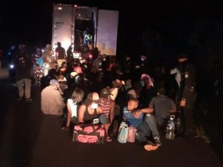 Qué se sabe sobre los 126 migrantes rescatados de un contenedor abandonado en Guatemala