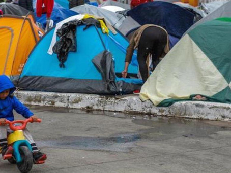 Al menos 50 niños migrantes de campamento en Tijuana se enferman por las bajas temperaturas