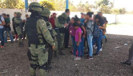 Aseguran a 186 migrantes centroamericanos durante retén en Puebla