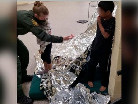 Rescatan a hermanos de 5 y 6 años solos en la frontera entre EU y México