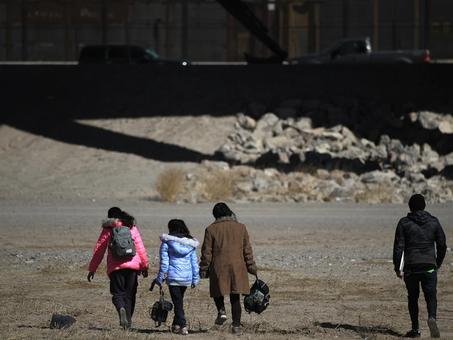 Administración de Biden considera la revisión del sistema de asilo en la frontera sur