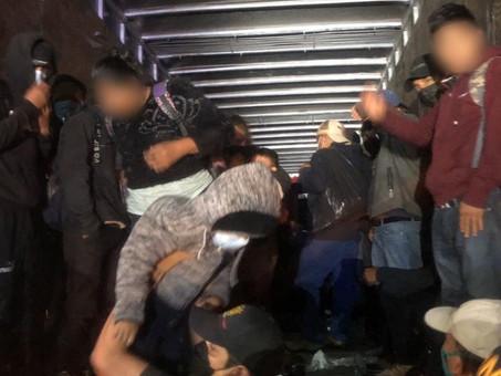 INM encuentra tráiler con 201 migrantes en Chiapas