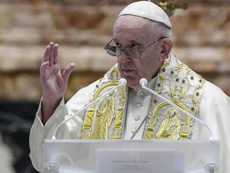 El papa considera una vergüenza la muerte de 130 migrantes