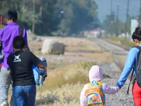 Juez bloquea la política del gobierno de Trump que permitía expulsar a niños migrantes