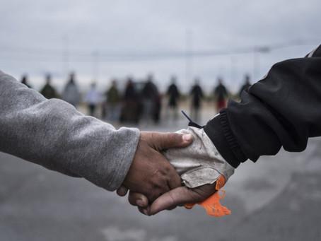 Muchos menores migrantes han estado bajo custodia estadounidense durante semanas.