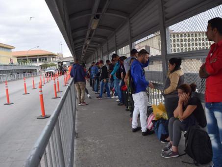 EU recibe a primeros solicitantes de asilo varados en México