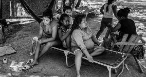 Mexicanos que buscan asilo a EU, atrapados en un campamento de Matamoros.