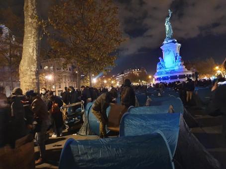 En el corazón de París, la policía desalojó con violencia un campamento de migrantes