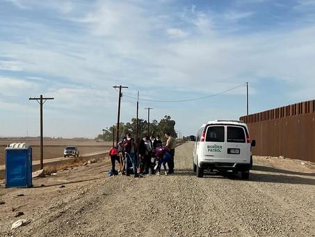 Migrantes de clase media vuelan a México y luego cruzan ilegalmente la frontera hacia Estados Unidos