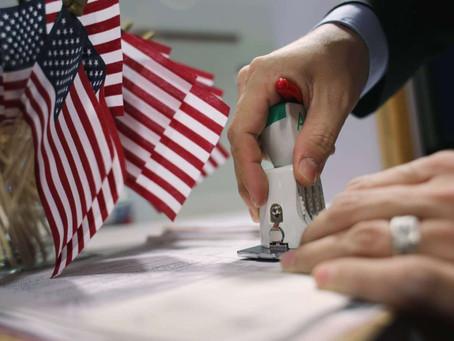 La Corte Suprema rechaza un intento por resucitar la regla de carga pública contra inmigrante.