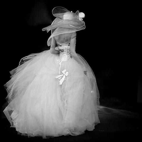 Robe de mariée noir et blanc réalisée par photographe à montpellier