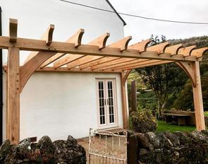 Bespoke Garden Frames - Pergolas, gazebos and other garden studios made to order.