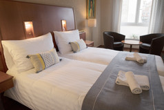 Suite twin beds