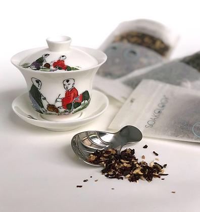 porcelain gaiwan and tea set