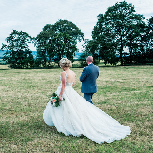 Natural wedding portraits. Unposed photography