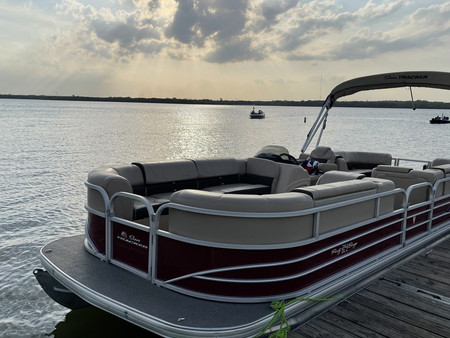 2018 Sun Tracker Party Barge 24 DLX Pontoon Boat